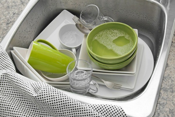 Professional cleaners give helpful dish washing tips