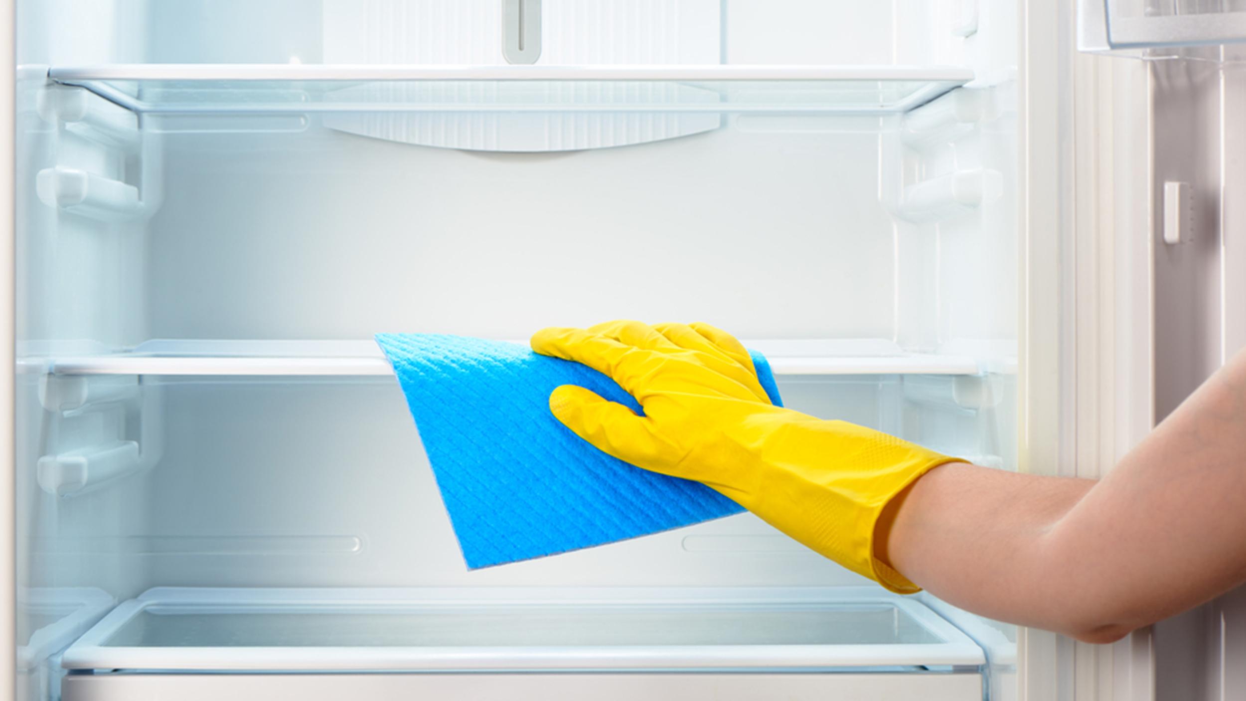 تمیز کردن طبقات یخچال